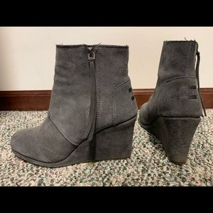 Toms' wedge boots